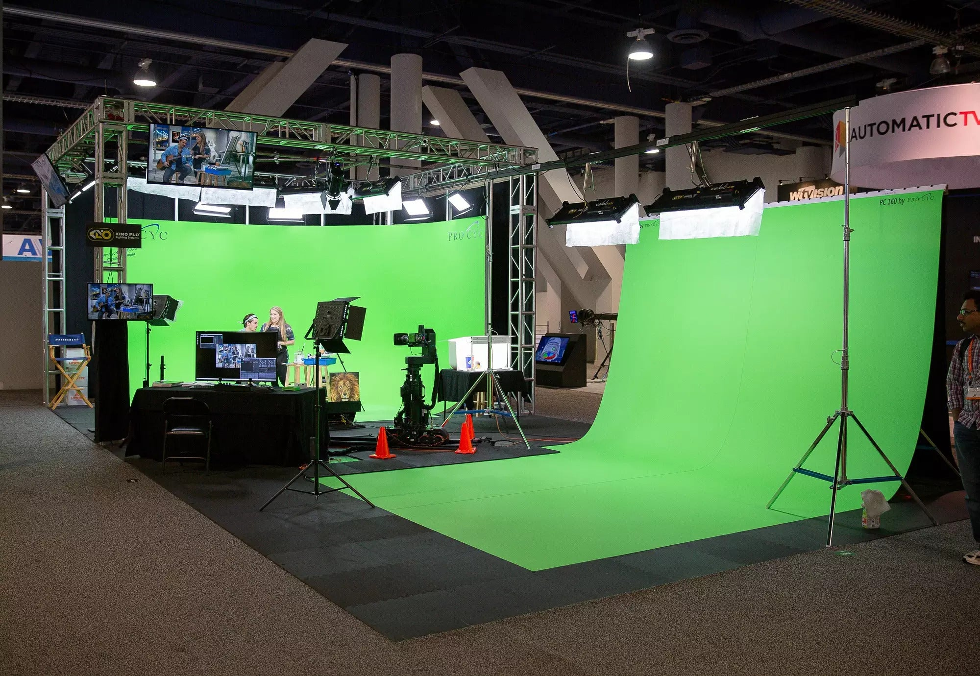 PC160 160IN. X 24FT. PORTABLE GREEN SCREEN