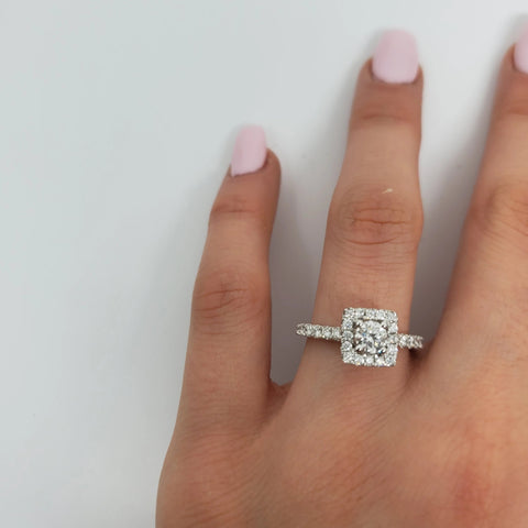 Bague halo lianna 0.90ct de diamants en or blanc 14k