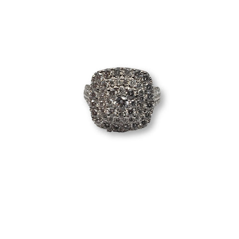 Bague Halo Queen 2.00ct de diamants en or blanc 10k