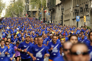 Mass of runners in blue shirts