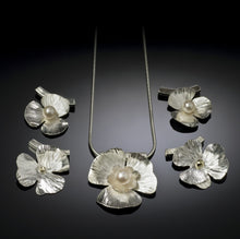 Load image into Gallery viewer, Spring Flowers Necklace
