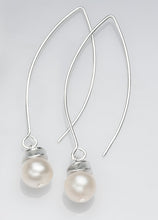 Load image into Gallery viewer, Acorn White Pearl Necklace