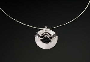 The Double Wave Single Disc Necklace