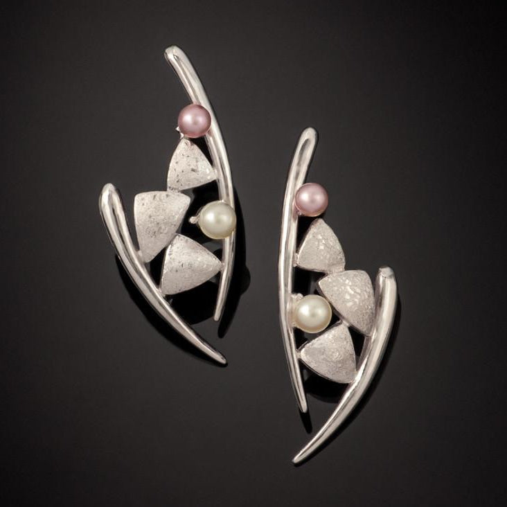 Dancing Kite Pearl Earrings