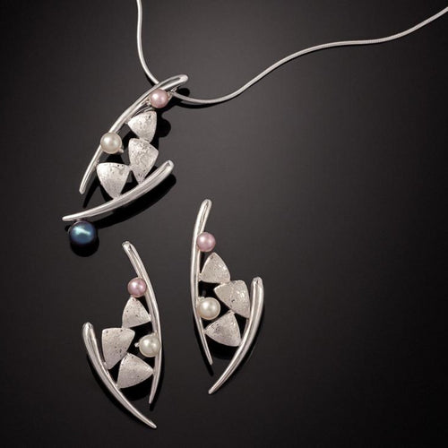 Dancing Kite Pearl Necklace & Earring Set