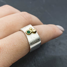 Load image into Gallery viewer, Emerald Bezel Ring Size 6