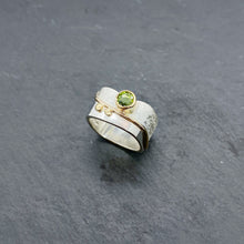 Load image into Gallery viewer, Peridot Blossom Ring