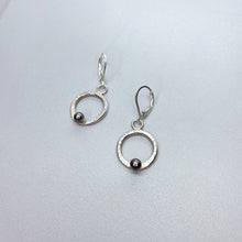 Load image into Gallery viewer, Leverback Black Pearl Circle Earrings