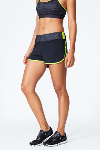 Peak Short - Black Yellow