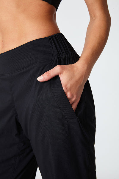 Jogger, Comfortable, Jogging, In and out, Flat stomach, All year around pant, all sports, Amelia Pant - Black Noir