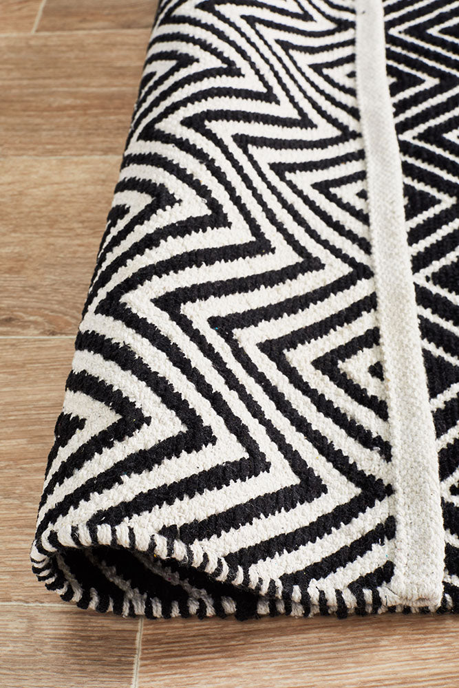 Spirit Chevron Black Rug