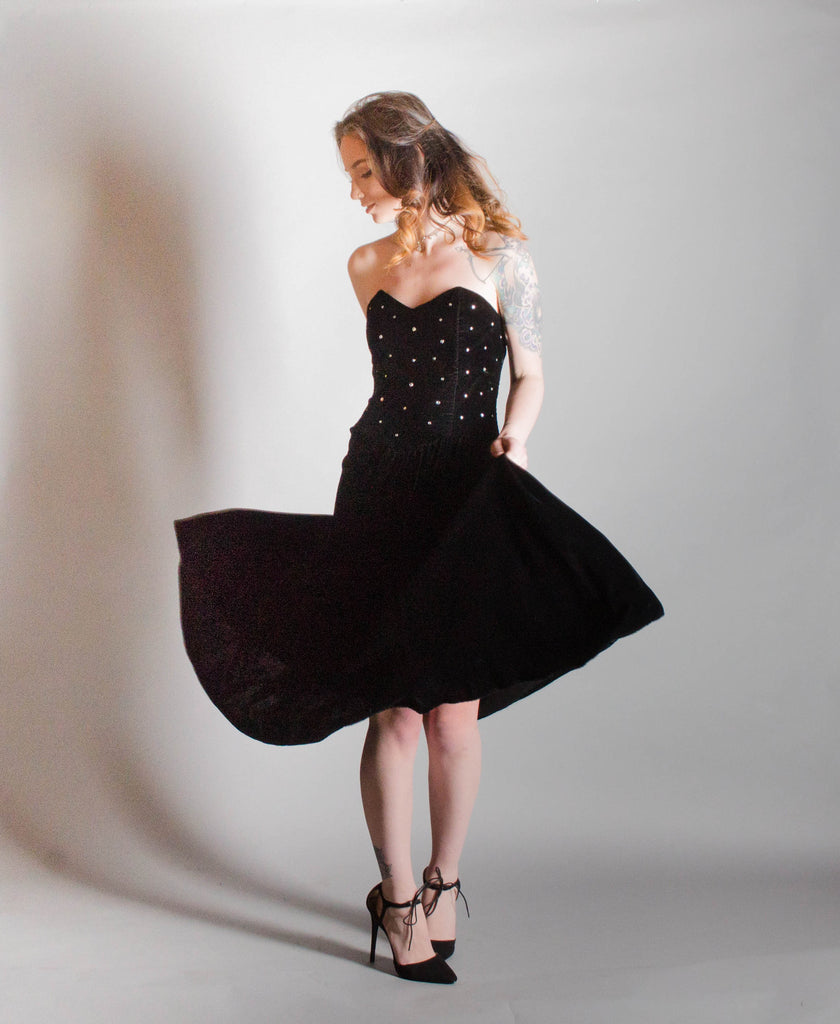 vintage 1950s style strapless black velvet party dress extra small xs fit flare cocktail prom full skirt 80s 1980s eighties 1950s 50s fifties concettas closet