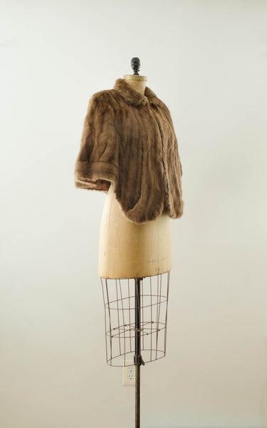 vintage 1940s brown rabbit fur stole cape caplet winter fall fashion bride wedding bridal outdoor 40s forties classic timeless fashion style concettas closet small medium 3