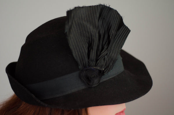 vintage 1940s womens black fedora hat tilt jaunty 40s forties classic film noir concettas closet new hampshire nh 3