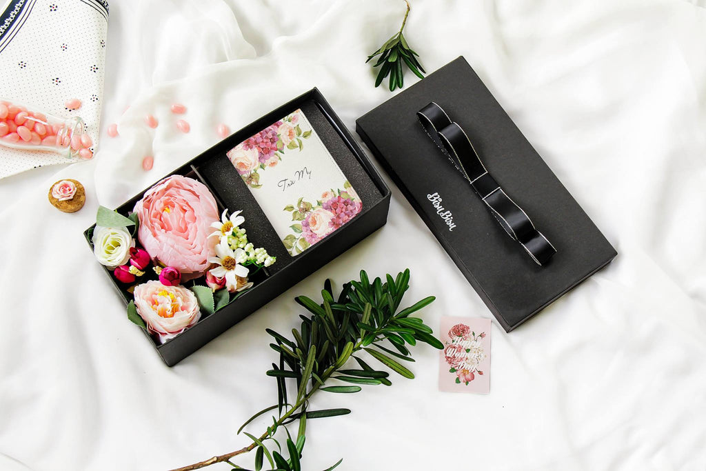 Flower Gift Box with Pinky Watercolor Rose Wallet