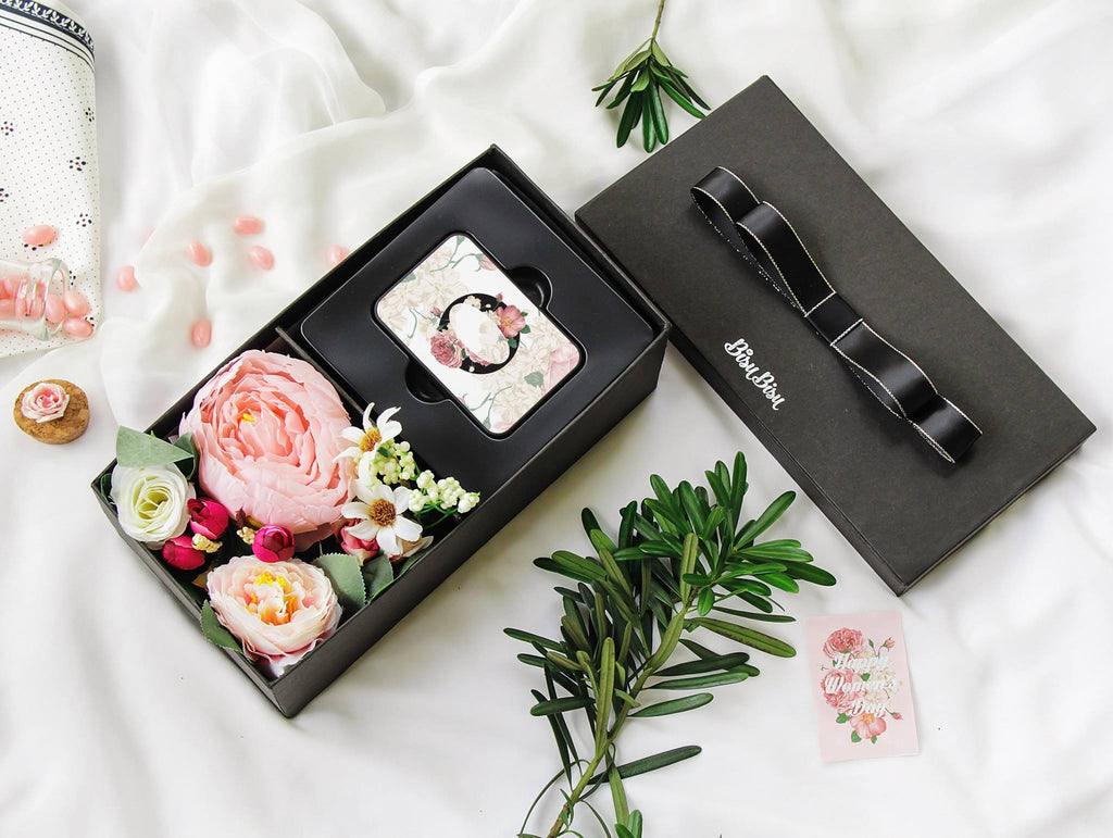 "Flower Gift Box with ""O"" Alphabet Power Bank"