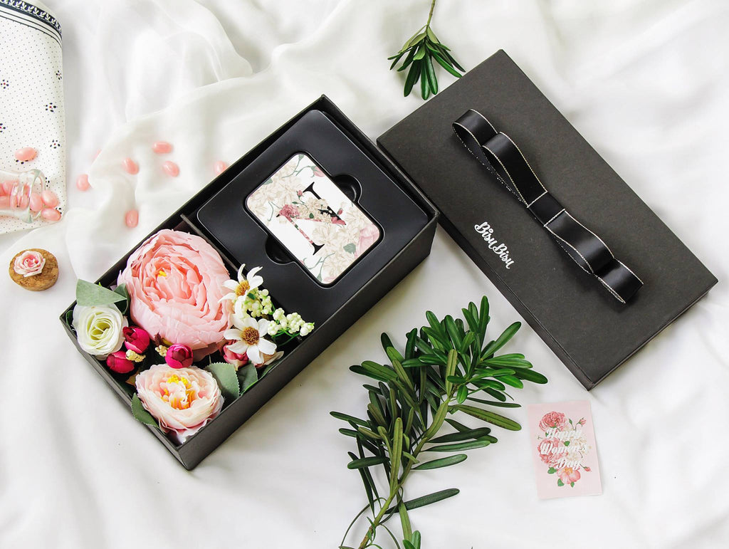 "Flower Gift Box with ""N"" Alphabet Power Bank"