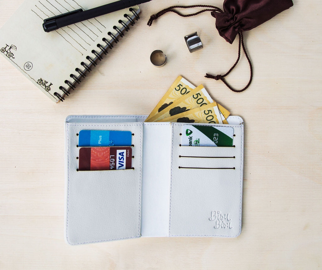 Fully Customizable White Wallet