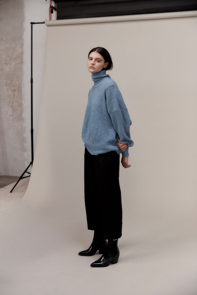 CORNELIUS | ASYMETRIC ENGLISH RIB SWEATER