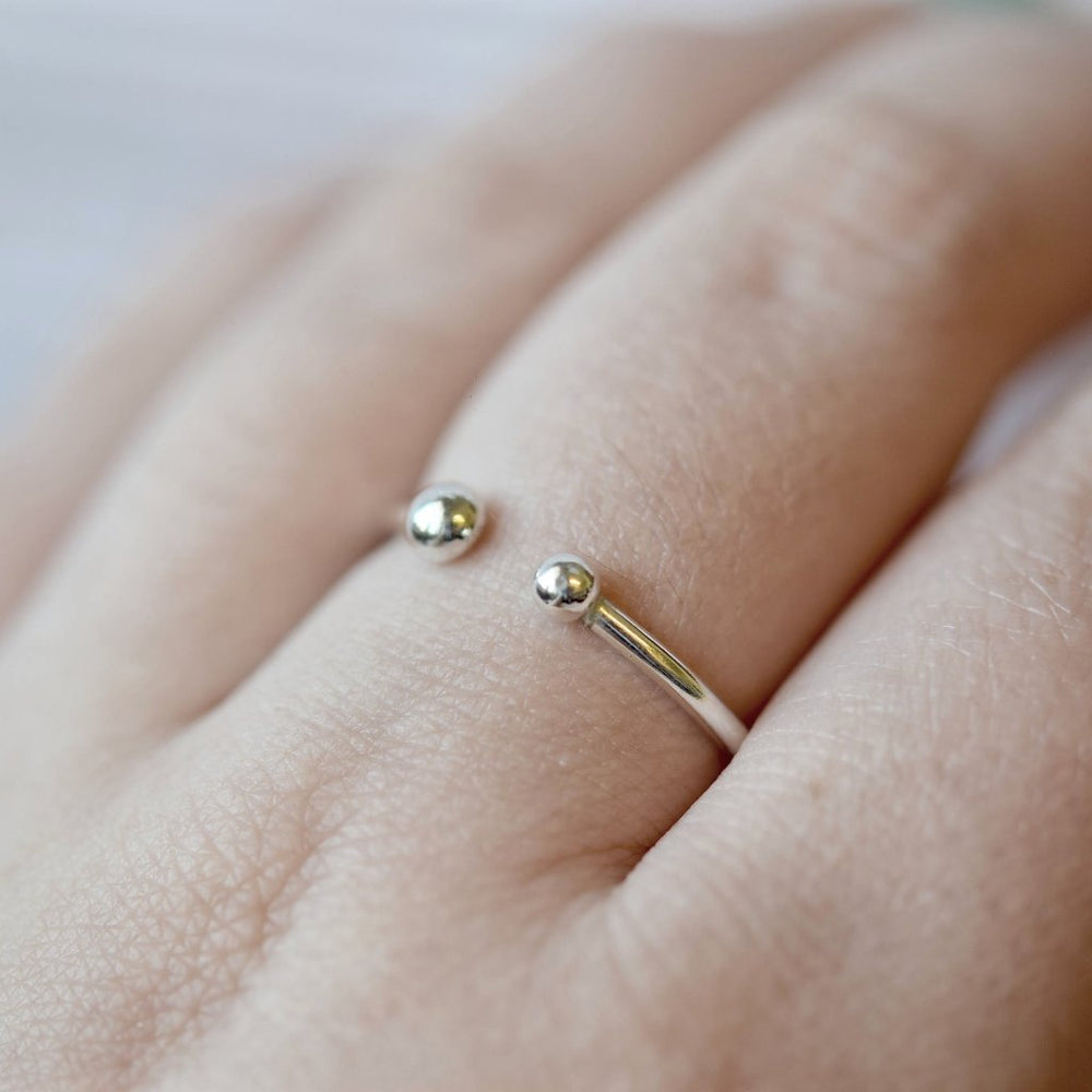 Dot Ring | 18ct White Gold