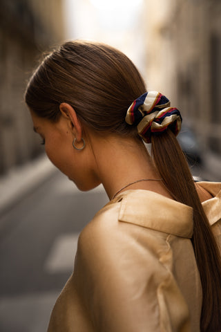 lady woman girl hair scrunchie long straight hair