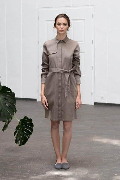 Khaki, ethical fashion trench coat dress made of organic cotton by Mila.Vert. Sustainable fashion for the office.