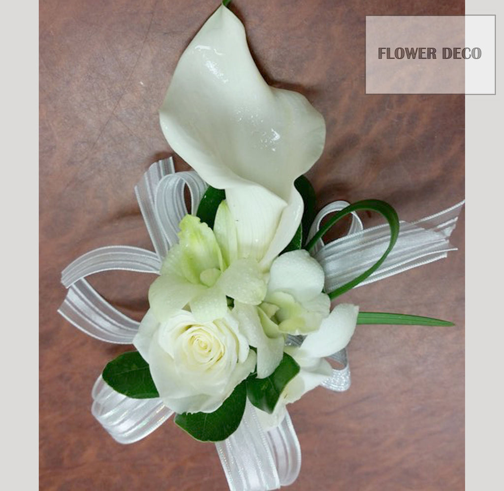 White Simple Corsage