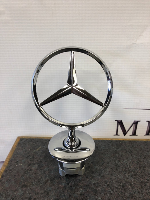 2218800086 Mercedes Benz Bonnet Emblem New