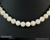 "WHITE MOONSTONE NECKLACE <span class=""subtitle"">- Round Real Moonstone Beads </span><span class=""findings"">- 14K Gold Filled Findings </span><span class=""length"">- 18 Inches</span>"