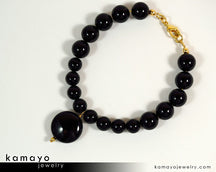 "BLACK ONYX BRACELET <span class=""subtitle"">- Coin Pendant and Round Beads </span><span class=""findings"">- 14K Gold Filled Findings </span><span class=""length"">- 8 Inches</span>"