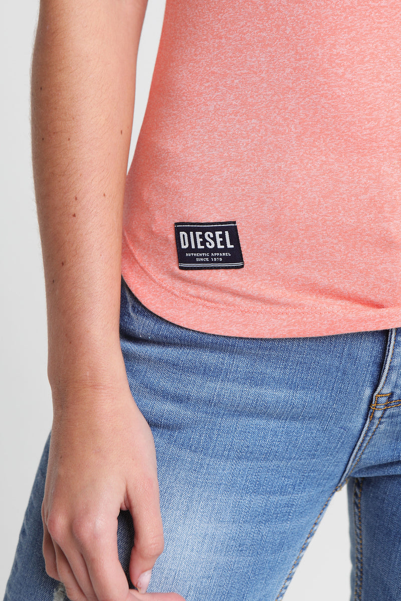 clodeen basic tee in burnt coral
