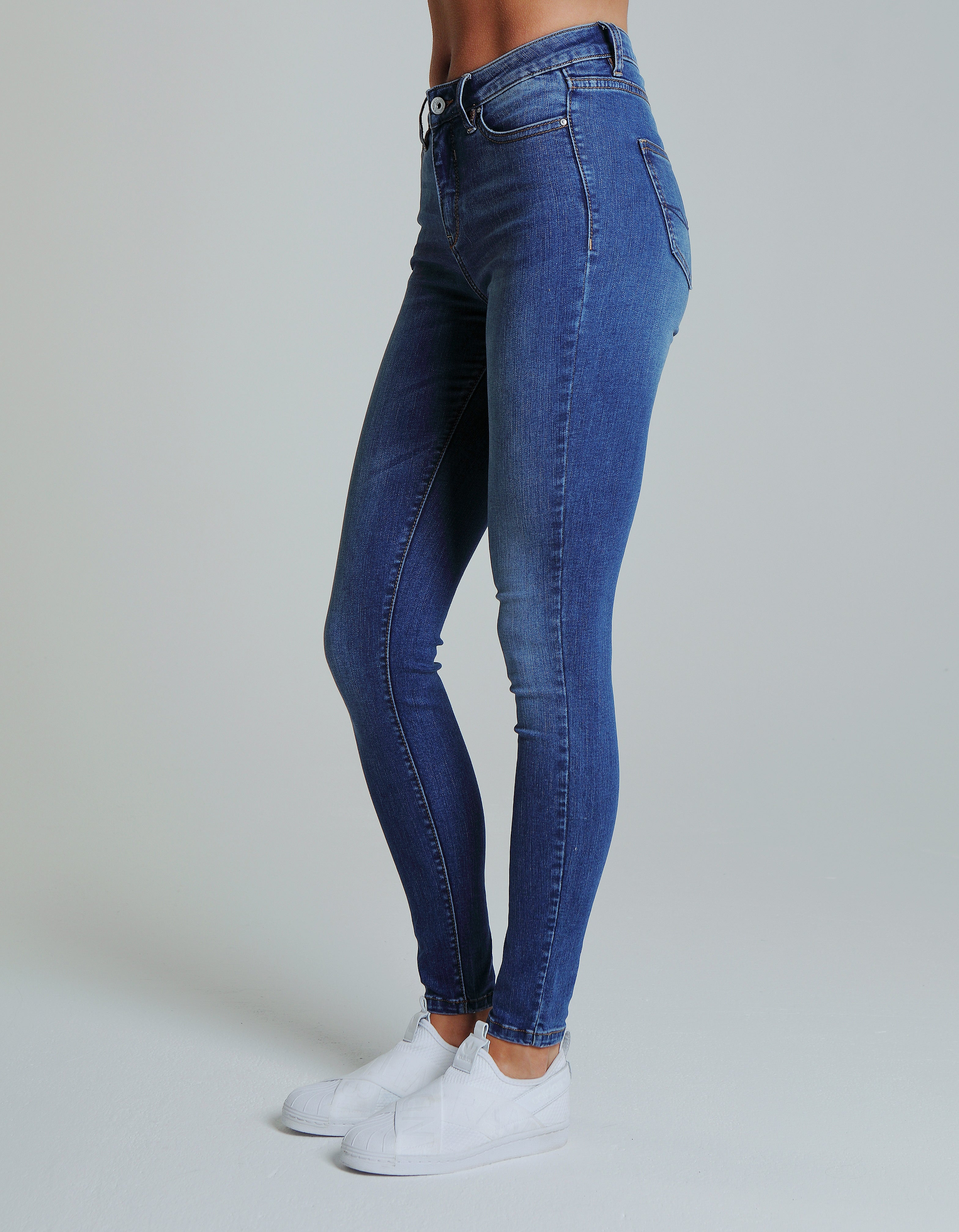 Kellece Mid Rise Skinny - Blue Wash