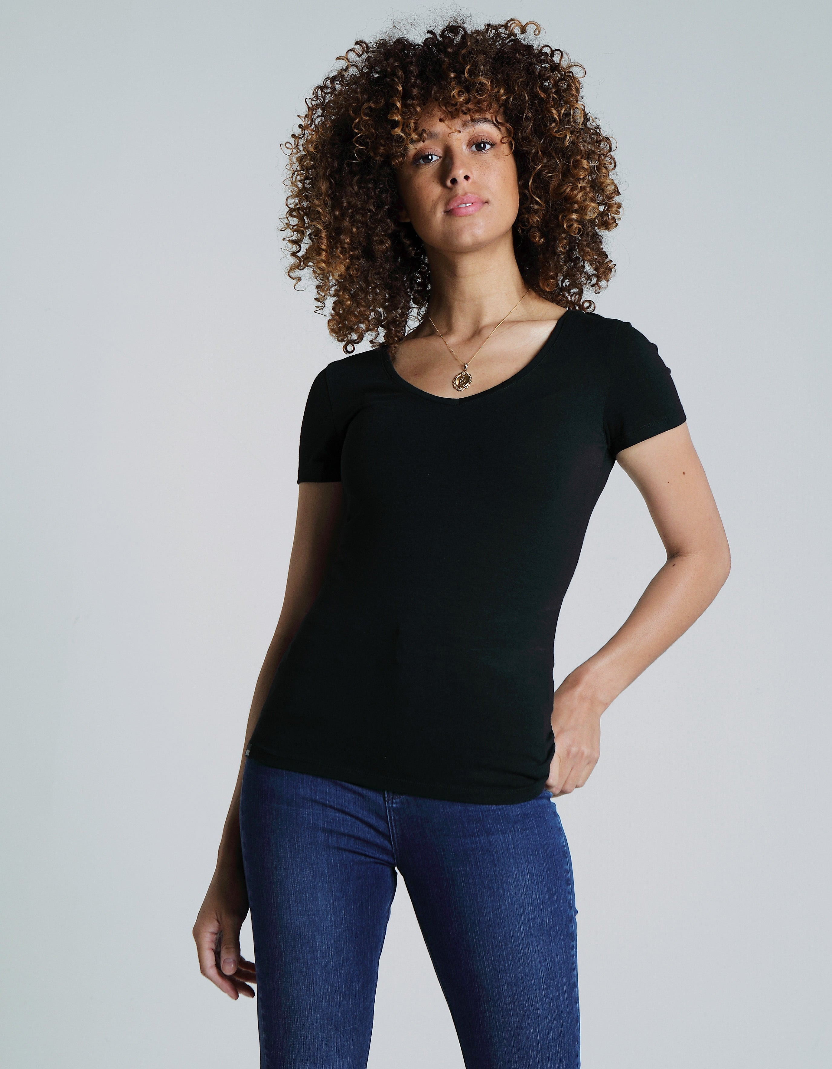 Clara V Neck Basic Black