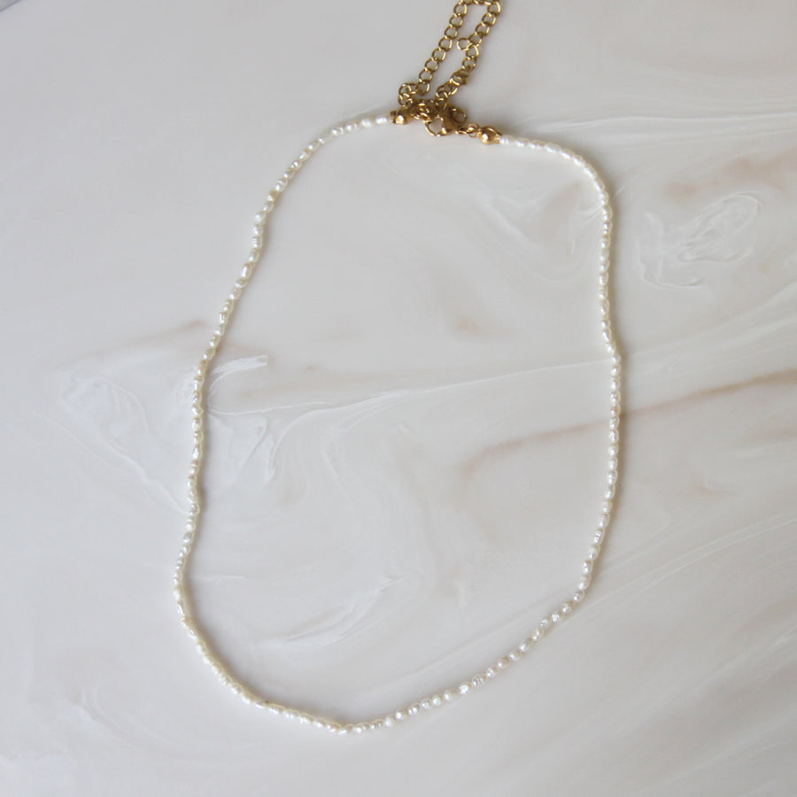DAINTY NATURAL PEARL CHOKER NECKLACE