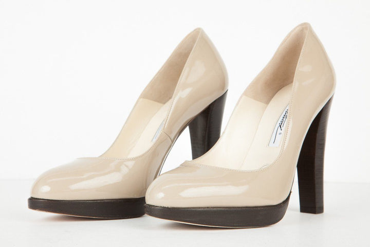 Brian Atwood 36.5 Beige Patent Leather Round Toe Pump