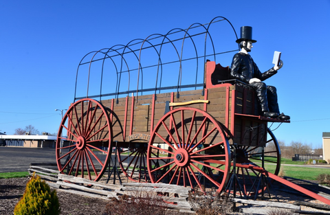 You wouldn't want to drive past Honest Abe without stopping to say hello. Roadside America connects you to America's many curiosities and points of interest.