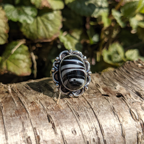 ETHNIC STYLE BLACK AND WHITE AGATE RING IN STERLING SILVER-RINGS-Jipsi Junk-JipsiJunk