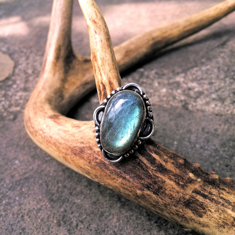 ANTIQUE STYLE OVAL LABRADORITE RING-RINGS-Jipsi Junk-JipsiJunk