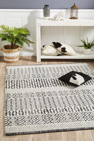 Demre Ivory Black Transitional Rug