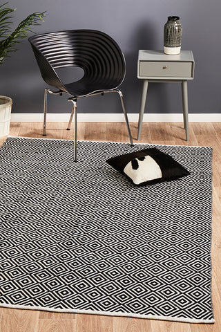 Villa Modern Diamond Rug Black