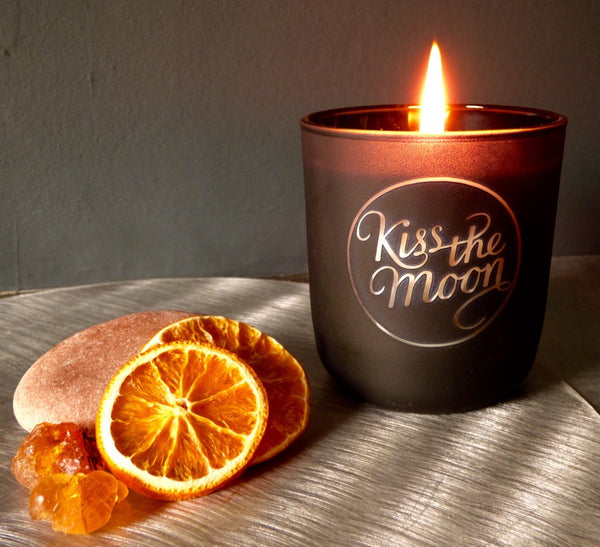 iss the Moon GLOW Candle