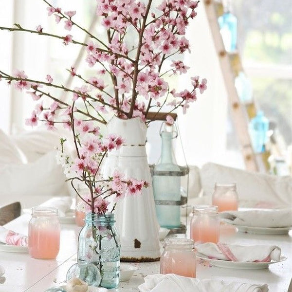Well-dressed Spring tabletops