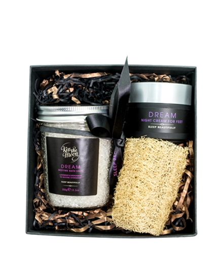<strong>DREAM</strong> <br/> TREAT YOUR FEET GIFT SET <br/> Foot cream, Bath Salts, Loofah