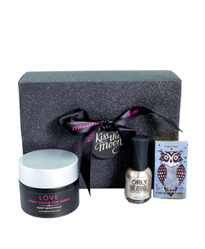 <strong>LOVE</strong> <br/> TREAT YOUR HANDS GIFT SET <br/> Hand Cream, Nail Varnish, Emery Boards
