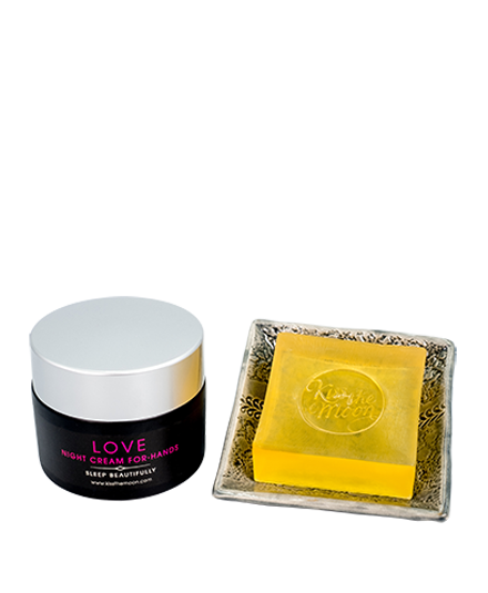 <strong>LOVE</strong> <br/> LOVELY HANDS GIFT SET<br/> Cleanse, rejuvenate & heal overnight