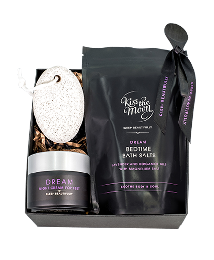<strong>DREAM</strong> <br/> TREAT YOUR FEET GIFT SET <br/> Soak, buff & ease tired feet
