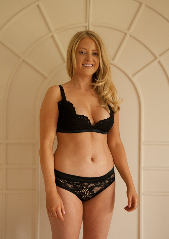Sample Sale - Aurora Triangle Bra Size Medium Black