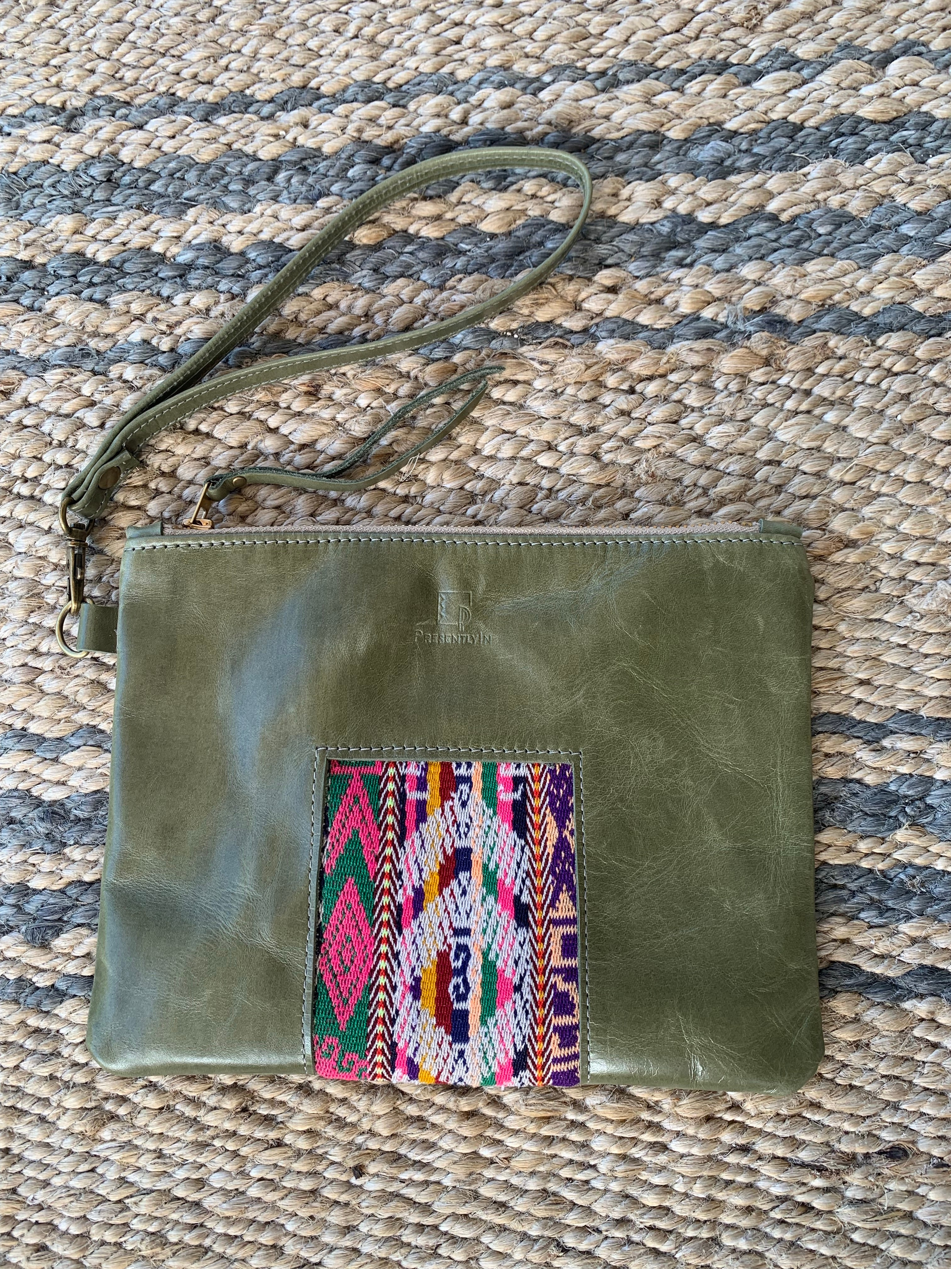 Ventana Wristlet in Olive Leather (MORE TEXTILES)