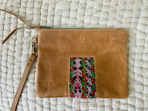 Ventana Wristlet in Saddle Leather (MORE TEXTILES)