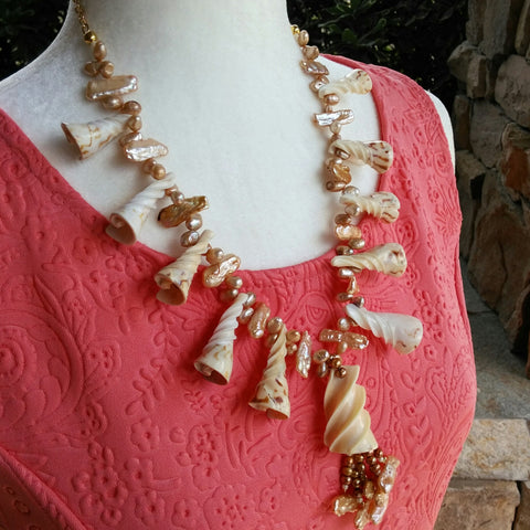 Shell Beach Statement Necklace, Chunky Shell Necklace, Mother of Pearl Statement Necklace